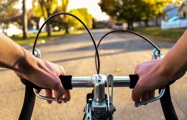 Andare in bicicletta in autunno